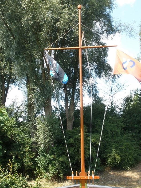 Oregon pine scheepsmast met ra en gaffel